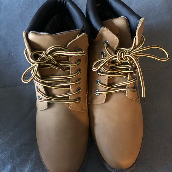 9b0bb9be56 Wet Seal Timberland style shoes. M 5c4785a9fe51512a7ac7a9eb